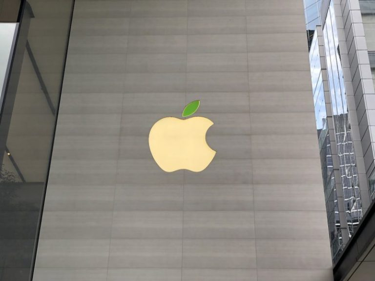 Apple Stores' Logo Gained Green Leaf, New iPhone Disassembly Robot Daisy, And More On This Earth Day