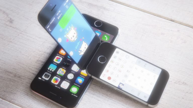 Apple Working On Future iPhones With Touchless Gesture Control And Curved Display