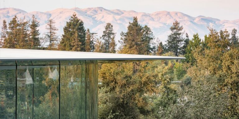 Apple Park's Steve Jobs Theatre Earned The 'Structural Art Engineering Award'
