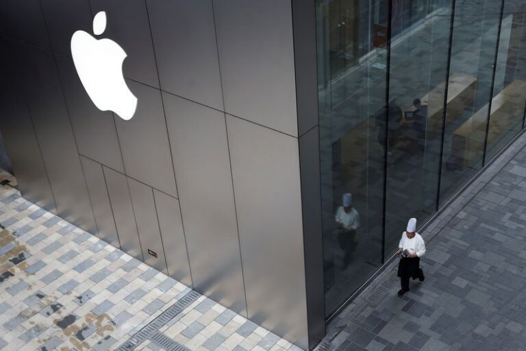 Apple Plan For Reduction On New Hires Following iPhone Sales Slowdown
