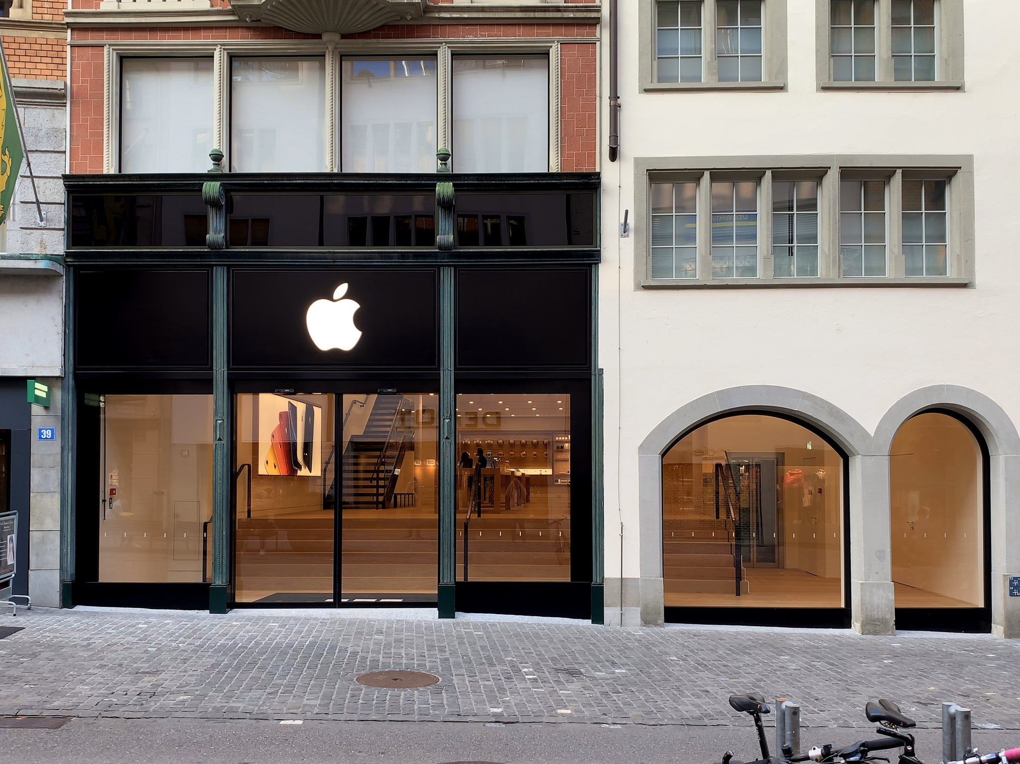 Apple Rennweg is Now Open in Zurich