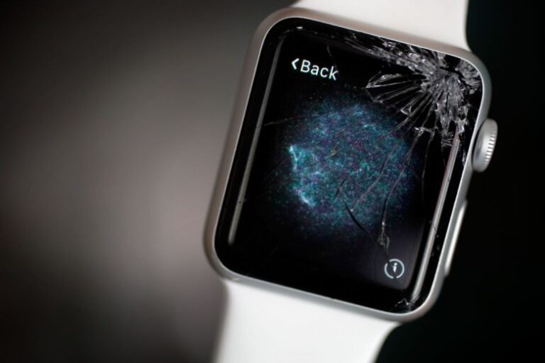 Apple is planning to repair defective Series 2 and Series 3 watch's screen for free