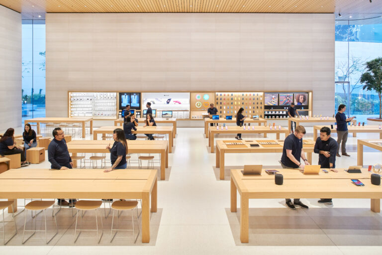 Plans to Reopen Some Apple Stores by August Resurface