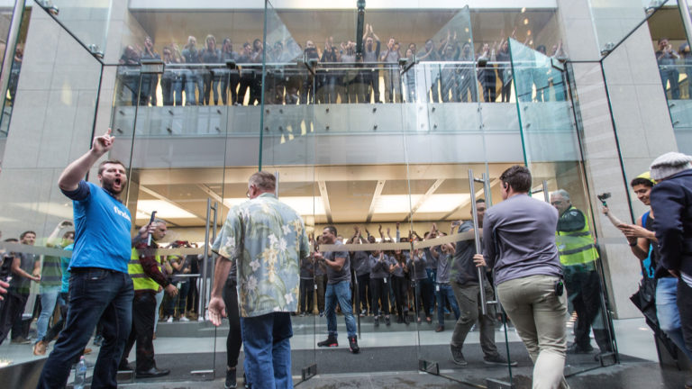 Apple does not want you to line up for buying the iPhone 12, promotes Reservations and 'Express Pickup'